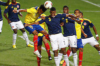 MENDOZA -ARGENTINA- 20-01-2013: Deivy Balanta, (Cent.) y Jherson Vergara (Der.) de Colombia, disputan el balón con Gutierrez Bastidas (Izq.) de Ecuador, durante partido entre los seleccionados de Colombia y Ecuador en el estadio Las Malvinas de Mendoza Argentina,  enero  20 de 2013. En partido por el Suramericano Sub 20, clasificatorio al mundial en Turquia.  Deivy Balanta, (C) and Jherson Vergara (R) from Colombia, fight for the ball with Gutierrez Bastidas (L) from Ecuador, during the match between Colombia and Ecuador in the stadium The Falklands in Mendoza, Argentina, on  January  20,  2013. In South American game for the Under 20 group A, qualifying to Turkey world cup.  (Photo: Photosport/Photogamma / VizzorImage)..