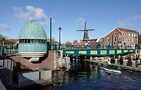 Nederland  Haarlem -  2020.   Het Spaarne. Catharijnebrug.  De Catharijnebrug is een draaibrug. De brug is tussen 1902 en 1903 gebouwd en aangewezen als rijksmonument. Foto : ANP/ HH / Berlinda van Dam