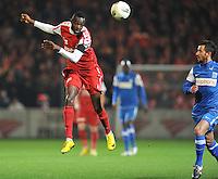 KV Kortrijk - KRC Genk : Ismaila N'Diaye kopt de bal weg voor Fabien Camus.foto VDB / BART VANDENBROUCKE