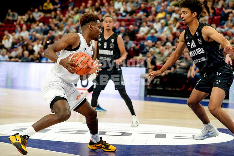 GRONINGEN - Basketbal, Donar - Apollo Amsterdam , Dutch Basketbal League, seizoen 2021-2022, 26-09-2021,  Donar speler Amanze Egekeze ,et Apollo speler Benicio Leons