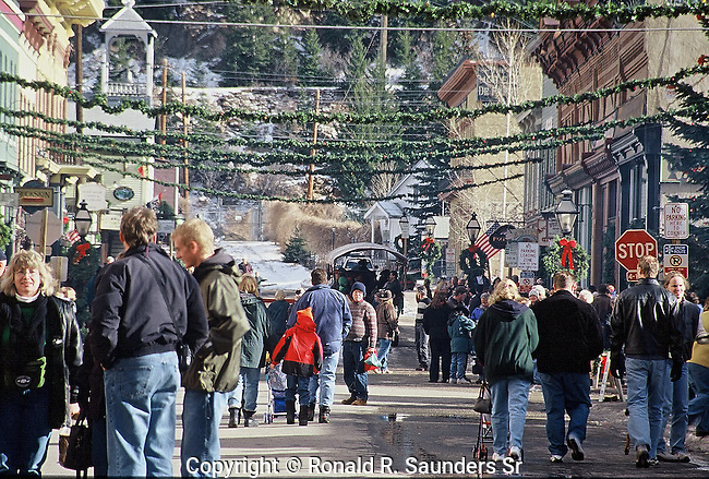 PEOPLE SHOP AND ENJOY CHRISTMAS SEASON IN HISTORIC GEORGETOWN COLORADO (1)