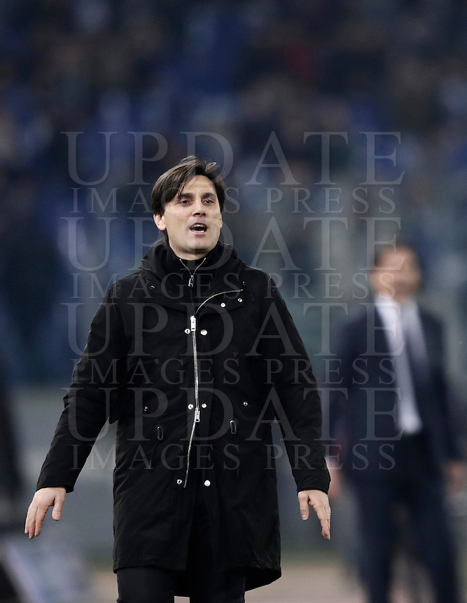 Calcio, Serie A: Lazio, Stadio Olimpico, 13 febbraio 2017.<br /> Milan's coach Vincenzo Montella gestures to his players during the Italian Serie A football match between Lazio and Milan at Roma's Olympic Stadium, on February 13, 2017.<br /> UPDATE IMAGES PRESS/Isabella Bonotto