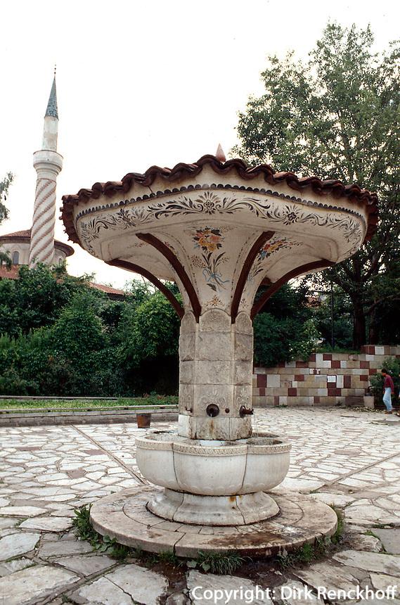 Bulgarien, Brunnen vor Bairakli-Moschee in Samakov