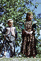Irak 1973.Garçon et fille de Barzan.Iraq 1973.A boy and a girl from Barzan.