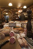 Europe/France/Rhône-Alpes/69/Rhône/Lyon:  Bouchon: La Meunière, 11, rue Neuve (1er).   Charcuteries et saladiers lyonnais