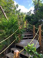 Botanischer Garten am Hafen Mahogany Bay auf Roatan mit Strandclub und Seilbahn - 01.02.2020: Roatan mit der Costa Luminosa