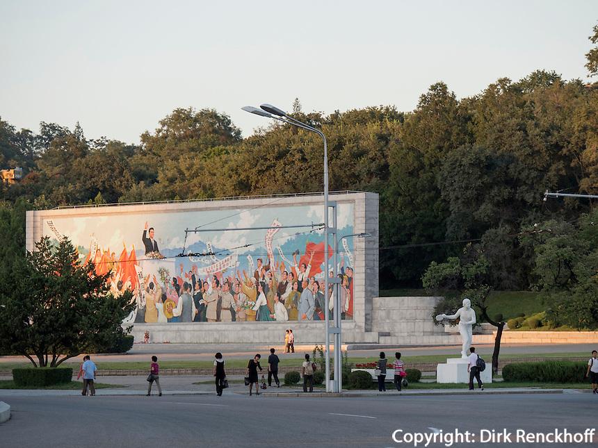 Propagandatafel in Pyongyang, Nordkorea, Asien<br /> Propagand billboard, Pyongyang, North Korea, Asia