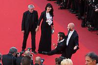 Claude Lelouch et sa compagne Valerie, Anouar Toubali, Franck Gastambide - CANNES 2016 - MONTEE DES MARCHES DU FILM 'MONEY MONSTER'