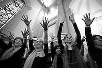 Prove del coro.Choir practice.