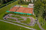 Drohnenaufnahme: Liechtenstein.<br /> Ruggell, Pumptrack- und Tennisanlage, Tennisplatz.<br /> Foto: ©Paul J. Trummer