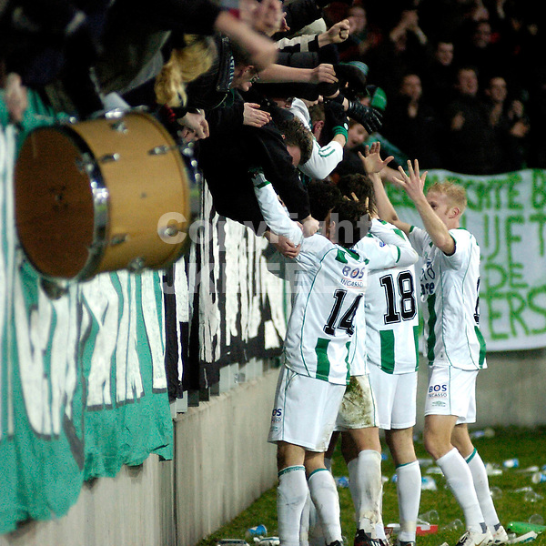 fc groningen - excelsior eredivisie seizoen 2007-2008 12-01-2008.groningen viert 3-2 met fans.fotograaf Jan Kanning *** Local Caption ***