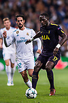 Moussa Sissoko of Tottenham Hotspur FC (R) fights for the ball with Isco Alarcon of Real Madrid (L) during the UEFA Champions League 2017-18 match between Real Madrid and Tottenham Hotspur FC at Estadio Santiago Bernabeu on 17 October 2017 in Madrid, Spain. Photo by Diego Gonzalez / Power Sport Images