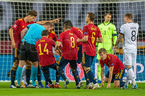 17th November 2020;  Estadio La Cartuja de Sevilla, Seville, Spain; UEFA Nations League Football, Spain versus Germany; Spanish players argue with the referee about a free kick instead of penalty kick