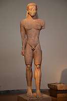 Athens archeological museum Statue of a kouros (Sounion) votive offering to Poseidon (early Archaic about 600 B.C.)  Statua di Kouros offerta votiva a Poseidone  periodo arcaico ca; 600 A.C.