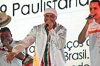 SAO PAULO, SP, 09 DE DEZEMBRO DE 2011, Royce do Cavaco, puxador de samba da X9 Paulistana, no LANÇAMENTO DO CD DA LIGA DAS ESCOLAS DE SAMBA 2012 na quadra da Escola de Samba Rosas de Ouro, zona norte de SP.  (FOTO: MILENE CARDOSO / NEWS FREE)