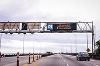 Vitoria-ES, 22/03/2020 - QUARENTENA/CORONA - Terceira Ponte tem seus letreiros com aviso para que as pessoas fiquem em casa, para prevenir a disseminacao do Covid-19; (Foto: Bruno Lopes/Codigo19) (Foto: Bruno Lopes/Codigo 19/Codigo 19)
