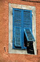 France/06/Alpes-Maritimes/Arrière Pays Niçois/Sospel: Détail d'une fenêtre peinte