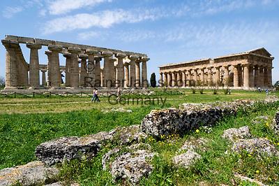 ITA, Italien, Kampanien, Paestum: von griechischen Kolonisten im 7. Jh. v. Chr. erbaute Tempelstadt Poseidonia - hier (rechts) der Poseidontempel (Tempio di Nettuno) wird heute der Goettin Hera (Gattin des Zeus) zugeordnet, (links) die Basilika - heute ebenfalls als Heiligtum der Hera vermutet | ITA, Italy, Campania, Paestum: (right) temple of Neptune - today HeraTemple, (left) temple of Hera - better known as Basilica