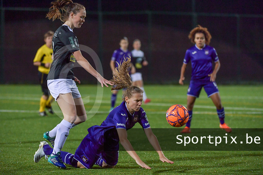Aalst's forward Loes Van Mullem (L) makes a foul on Anderlecht forward Jarne Teulings (R) pictured during a female soccer game between RSC Anderlecht Dames and Eendracht Aalst Ladies  on the fourth matchday of the 2020 - 2021 season of Belgian Womens Super League , Tuesday 13 th of October 2020  in ANDERLECHT , Belgium . PHOTO SPORTPIX.BE | SPP | STIJN AUDOOREN
