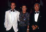 GIROGIO ARMANI CON LA SORELLA ROSANNA ED IL NIPOTE ANDREA CAMERANA<br /> DICIOTTESIMO COMPLEANNO DI ELISABETTA DE BALKANY<br /> PALAZZO VOLPI     VENEZIA     AGOSTO  1990