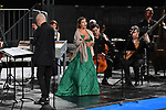 Sul Belvedere di Villa Rufolo<br /> Dido and Aeneas <br /> opera in tre atti di Nahum Tate<br /> Musiche di Henry Purcell<br /> <br /> Cappella Neapolitana<br /> Direttore Antonio Florio<br /> Véronique Gens, Didone<br /> Maria Grazia Schiavo, Belinda<br /> Mauro Borgioni, Enea<br /> Raffaele Pe, Una strega<br /> <br /> Valeria La Grotta, soprano (I donna, I strega, Spirito).<br /> Leslie Visco, soprano (II donna)<br /> Aurelio Schiavoni, alto (II strega)<br /> Roberto Zangari, tenore (marinaio)<br /> <br /> Cappella Neapolitana<br /> Marco Piantoni, Paolo Cantamessa, Giuseppe Guida, violini primi  <br /> Patrizio Focardi, Nunzia Sorrentino, Massimo Percivaldi, violini secondi  <br /> Rosario Di Meglio, Vezio Jorio, viole <br /> Alberto Guerrero, violoncello <br /> Giorgio Sanvito, contrabbasso<br /> Patrizia Varone, Angelo Trancone, cembali<br /> Pierluigi Ciapparelli, tiorba<br /> Gabriele Miracle, percussioni<br /> Rei Ishizaka, Fabio D'Onofrio, oboi <br /> Guido Mandaglio, fagotto <br /> <br /> CORO MYSTERIUM VOCIS<br /> Maestro del coro Rosario Totaro<br /> <br /> Angela Luglio, Apollonia Vergolino, soprani  <br /> Tiziana Fabbricatti, Marina Meo, contralti<br /> Alessandro Caro, Mattia Totaro, tenori     <br /> Cesario Vincenzo Angelino, Roberto Gaudino, Guglielmo Gisonni, bassi