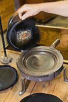 Europe/France/Aquitaine/64/Pyrénées-Atlantiques/Nay: Fabrication artisanale du Béret basque  en fait d'origine Béarnaise chez Blancq-Olibet - Gaufrage de la coiffe