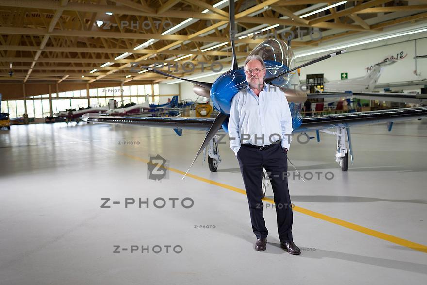 23.5.2014 STANS / NW PORTRAIT VON OSCAR J. SCHWENK VERWALTUNGSRATSPRAESIDENT DER PILATUS AIRCRAFT LTD. IM HINTERGRUND EINE PC-21 FUER SAUDI ARABIEN AM 23. MAI 2014 IM HAUPTSITZ IN STANS /NW <br /> <br /> COPYRIGHT © ZVONIMIR PISONIC