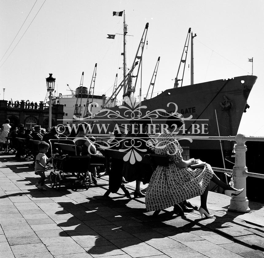 Juni 1961.  De kaaien aan de Schelde in Antwerpen.   Schip Silver Gate.