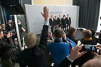Bertelsmann Bilanz-PK am Dienstag den 26. Maerz 2013 in Berlin.<br />Im Bild: die Bertelsmann-Vorstandsmitglieder werden von einem Angestellten dirigiert, in welche Richtung sie schauen sollen. Auf dem Podest vlnr.: Markus Dohle, Chairman und CEO Random House; Dr. Judith Hartmann, Chief Financial Officer Bertelsmann; Dr. Thomas Rabe, Vorstandsvorsitzender Bertelsmann; Anke Schaeferkordt, Co-CEO RTL Group und Geschaeftsfuehrerin Mediengruppe RTL Deutschland; Dr. Thomas Hesse, Vorstand fuer Unternehmnsentwicklung und Neugeschaefte Bertelsmann.<br />26.3.2013, Berlin<br />Copyright: Christian-Ditsch.de<br />[Inhaltsveraendernde Manipulation des Fotos nur nach ausdruecklicher Genehmigung des Fotografen. Vereinbarungen ueber Abtretung von Persoenlichkeitsrechten/Model Release der abgebildeten Person/Personen liegen nicht vor. NO MODEL RELEASE! Don't publish without copyright Christian-Ditsch.de, Veroeffentlichung nur mit Fotografennennung, sowie gegen Honorar, MwSt. und Beleg. Konto:, I N G - D i B a, IBAN DE58500105175400192269, BIC INGDDEFFXXX, Kontakt: post@christian-ditsch.de<br />Urhebervermerk wird gemaess Paragraph 13 UHG verlangt.]