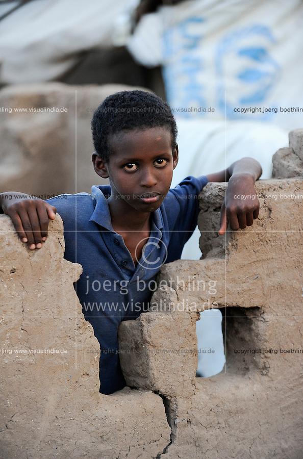 KENIA Fluechtlingslager Kakuma in der Turkana Region , hier werden ca. 80.000 Fluechtlinge aus Somalia Sudan Aethiopien u.a. vom UNHCR versorgt, Junge aus Somalia / KENYA Turkana Region, refugee camp Kakuma, where 80.000 refugees from Somali, Ethiopia, South Sudan receive shelter and food from UNHCR, boy from Somali