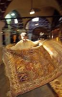 Europe/Turquie/Istabul : Le grand Bazar - Marchand de tapis