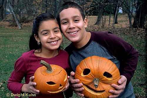 HS24-214z  Pumpkin - children with jack-o-lanterns