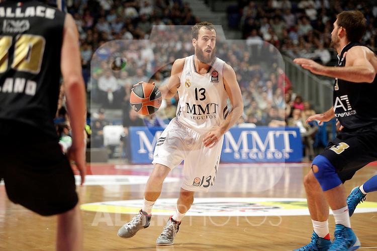 Real Madrid´s Sergio Rodriguez (C) during Euroleague Basketball match. November 01,2013. (ALTERPHOTOS/Victor Blanco)