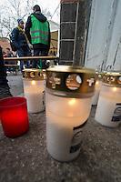 Wie aus Kreisen von Fluechtlingsunterstuetzern bekannt wurde soll in der Nacht zum 27. Januar 2016 ein 24jaehriger Fluchtling aus Syrien verstorben sein, der in den vergangenen Tagen vor  dem Landesamt fuer Soziales (LaGeSo) vergeblich auf einen Termin warten musste. Dabei soll er aufgrund der Witterungsverhaeltnisse so schwer erkrankt sein, dass er verstoben ist.<br /> 27.1.2016, Berlin<br /> Copyright: Christian-Ditsch.de<br /> [Inhaltsveraendernde Manipulation des Fotos nur nach ausdruecklicher Genehmigung des Fotografen. Vereinbarungen ueber Abtretung von Persoenlichkeitsrechten/Model Release der abgebildeten Person/Personen liegen nicht vor. NO MODEL RELEASE! Nur fuer Redaktionelle Zwecke. Don't publish without copyright Christian-Ditsch.de, Veroeffentlichung nur mit Fotografennennung, sowie gegen Honorar, MwSt. und Beleg. Konto: I N G - D i B a, IBAN DE58500105175400192269, BIC INGDDEFFXXX, Kontakt: post@christian-ditsch.de<br /> Bei der Bearbeitung der Dateiinformationen darf die Urheberkennzeichnung in den EXIF- und  IPTC-Daten nicht entfernt werden, diese sind in digitalen Medien nach §95c UrhG rechtlich geschuetzt. Der Urhebervermerk wird gemaess §13 UrhG verlangt.]