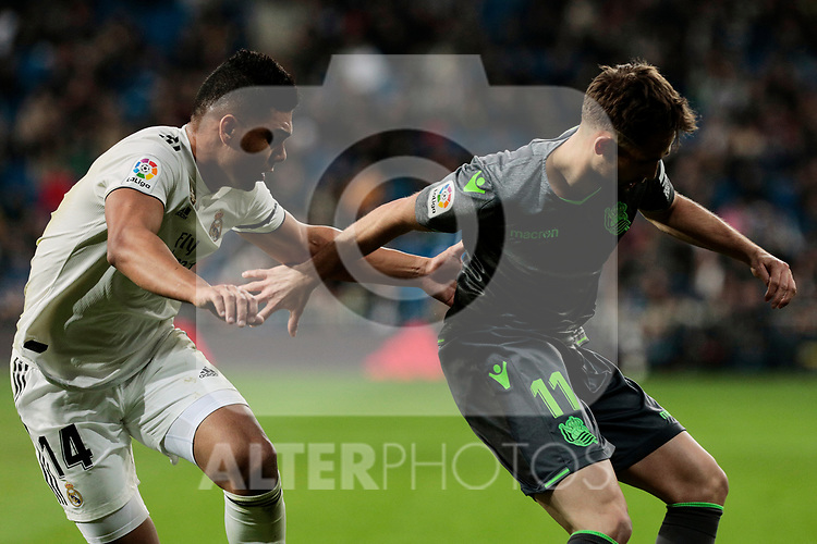 Real Madrid's Carlos Henrique Casemiro and Real Sociedad's Adnan Januzaj during La Liga match between Real Madrid and Real Sociedad at Santiago Bernabeu Stadium in Madrid, Spain. January 06, 2019. (ALTERPHOTOS/A. Perez Meca)<br />  (ALTERPHOTOS/A. Perez Meca)