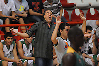 MEDELLÍN -COLOMBIA-11-11-2013. Hernán Giraldo técnico de academia gesticula durante partido entre Academia de la Montaña y Cimarrones del Chocó por la fecha 3 de las semifinales de la Liga DirecTV de Baloncesto 2013-II de Colombia realizado en el coliseo de la Universidad de Medellín./ Hernan Giraldo coach of Academia gestures during match between Academia de la Montaña and Cimarrones del Choco for the 3th date of semifinals of the DirecTV Basketball League 2013-II in Colombia played at Universidad de Medellin coliseum.  Photo:VizzorImage/Luis Ríos/STR