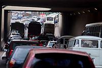 Grande congestionamento paralisa o trânsito de veículos no complexo viário do entroncamento criando quilômetros de engarrafamento na saida da cidade.<br />Belém, Pará, Brasil<br />Foto Paulo Santos