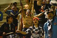 TUNJA - COLOMBIA -28-10-2016: Hinchas de Boyaca Chico FC, animan a su equipo durante partido Boyaca Chico FC y Atletico Huila, de la fecha 18 de la Liga Aguila II-2016, jugado en el estadio La Independencia de la ciudad de Tunja. / Fans of Boyaca Chico FC, cheer for their team, during a match Boyaca Chico FC and Atletico Huila, for the date 18 of the Liga Aguila II-2016 at the La Independencia  stadium in Tunja city, Photo: VizzorImage  / Cesar Melgarejo / Cont.
