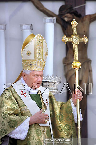 Pope Benedict XVI during an open-air Mass in the southeastern Italian port city  of  Brindisi,June 15, 2008.