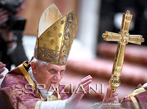 Pope Benedict XVI celebrates vespers in St Peter's Basilica at the Vatican on December 17, 2009.