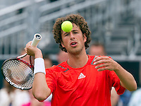 13-06-10, Tennis, Rosmalen, Unicef Open, Robin Haase slaat uit frustratie een bal weg