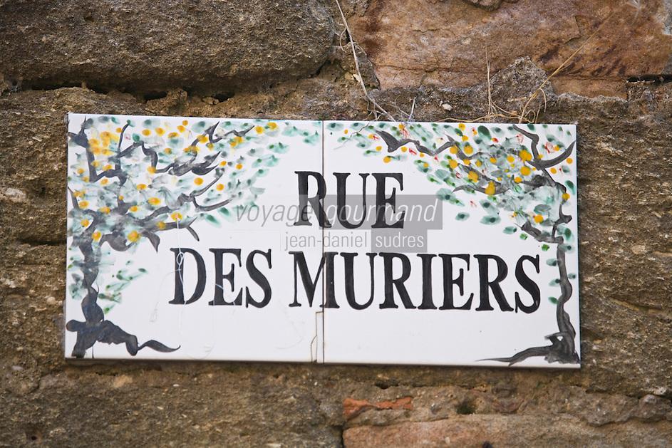 Europe/France/Languedoc-Roussillon/30/Gard / Saint-Quentin-la-Poterie: Plaque de la rue des Muriers, témoignage de la sériculture qui était autrefois importante dans la région