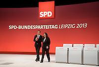 Martin Dulig (SPD Landesvorsitzender)zeigt SPD-Bundesvorsitzender und Generalsekretärin Andrea Nahles den Plenarsaal des SPD Bundesparteitag im Congress Center Leipzig (CCL) an der Neuen Messe in Leipzig vom 14.11.-16.11.2013. <br />  Foto: Norman Rembarz