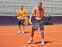 Austria, Kitzbuhel, Juli 15, 2015, Tennis, Davis Cup, Training Dutch team, Thiemo de Bakker with in the background captain Jan Siemerink<br /> Photo: Tennisimages/Henk Koster