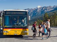 Postbus, Ofenpass - Pas dal Fuorn, Val Müstair-Münstertal, Engadin, Graubünden, Schweiz, Europa<br /> postbus Hiker at Ofenpass - Pas dal Fuorn,, Val Müstair-Münster Valley, Engadine, Grisons, Switzerland