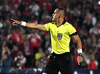 BOGOTA-COLOMBIA, 08-03-2020: Edilson Ariza, arbitro durante partido de la fecha 8 entre Independiente Santa Fe y Atletico Nacional, por la Liga BetPLay DIMAYOR I 2020, en el estadio Nemesio Camacho El Campin de la ciudad de Bogota. / Edilson Ariza, referee during a match of the 8th date between Independiente Santa Fe and Atletico Nacional, for the BetPlay DIMAYOR I Leguaje 2020 at the Nemesio Camacho El Campin Stadium in Bogota city. / Photo: VizzorImage / Luis Ramirez / Staff.