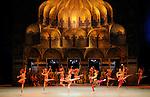 LA BAYADERE....Auteur : PETIPA Marius KHOUDEKOF Serguei..Choregraphie : NOUREEV Rudolf..Mise en scene : NOUREEV Rudolf..Compositeur : MINKUS Ludwig..Orchestre : Orchestre COLONNE..Decor : FRIGERIO Ezio..Lumiere : CHELI Vinicio..Costumes : SQUARCIAPINO Franca..Avec :..LETESTU Agnes : Nikiya..MARTINEZ Jose : Solor..COZETTE Emilie : Gamzatti..HEYMANN Mathias : L Idole doree..BEZARD Audric : L Esclave et Soliste Indien..FROUSTEY Mathilde : Manou..MADIN Allister : Le Fakir..MONIN Eric : Le Rajah..SAIZ Yann : Le grand Pretre..MALLEM Sabrina : Soliste Indienne..PAGLIERO Ludmila..HUREL Melanie..GRINSZTAJN Eve..Lieu : Opera Garnier..Ville : Paris..Le : 15 05 2010..© Laurent PAILLIER / photosdedanse.com..All rights reserved