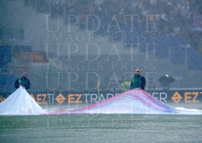 Calcio, Serie A: Roma vs Sampdoria. Roma, stadio Olimpico, 11 settembre 2016.<br /> Heavy rain falls during the Italian Serie A football match between Roma and Sampdoria at Rome's Olympic stadium, 11 September 2016. Roma won 3-2.<br /> UPDATE IMAGES PRESS/Isabella Bonotto