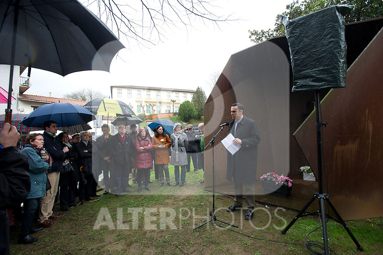 Tribute to the chief of police of Andoain Joseba Pagazartundua murdered by the terrorist group ETA eleven years. Ruben Mugica Herzog member of UPyD's. (Alterphotos/Mikel)
