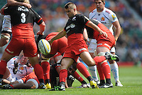 Richard Wigglesworth of Saracens sends up a box kick during the Aviva Premiership Rugby Final between Saracens and Exeter Chiefs at Twickenham Stadium on Saturday 28th May 2016 (Photo: Rob Munro/Stewart Communications)